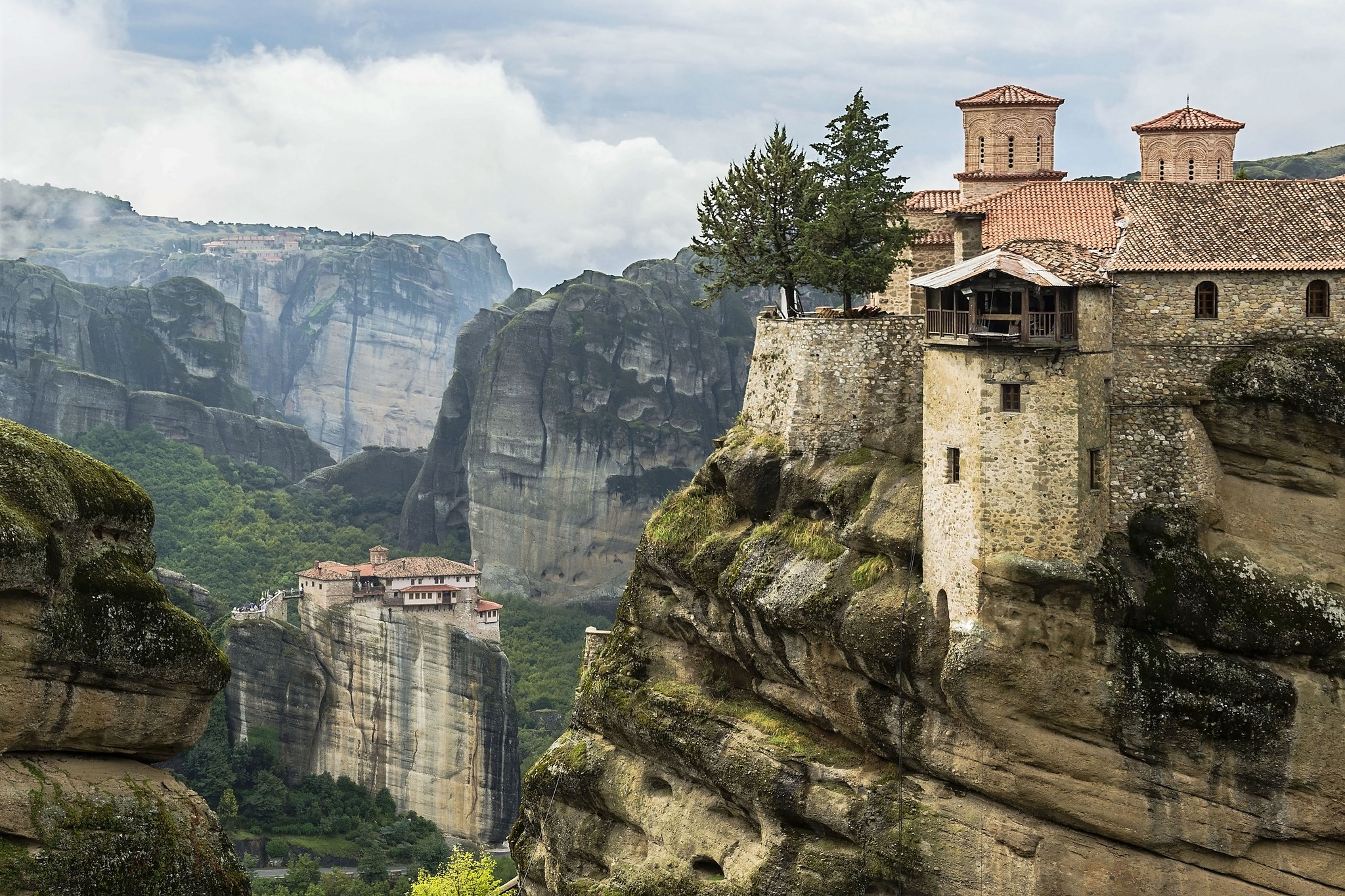 Clifftop monasteries at Meteora. Photo credit: Guillén Pérez